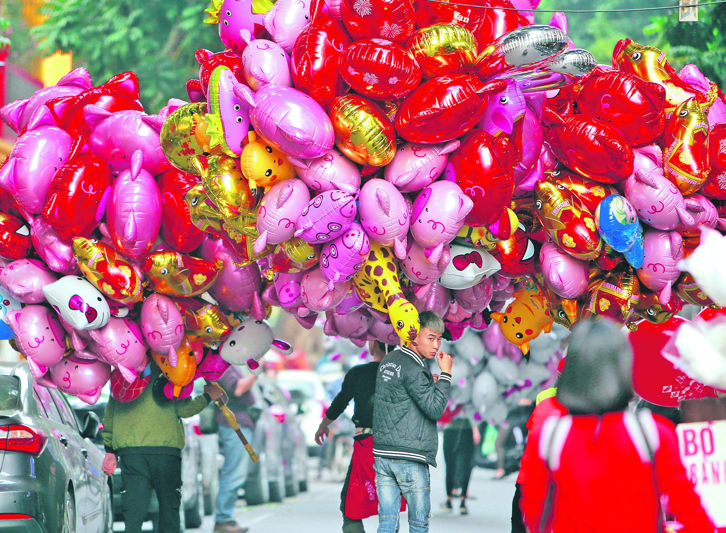 Hanoi utcai árus tömérdek malacos lufival