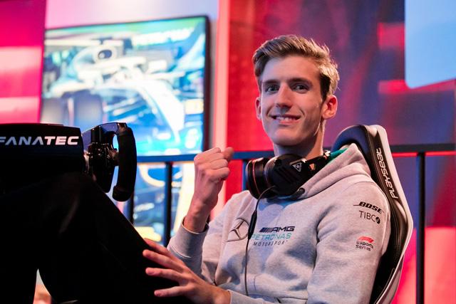 Dani a győztes verseny után ⋌(Fotó: f1esports.com)