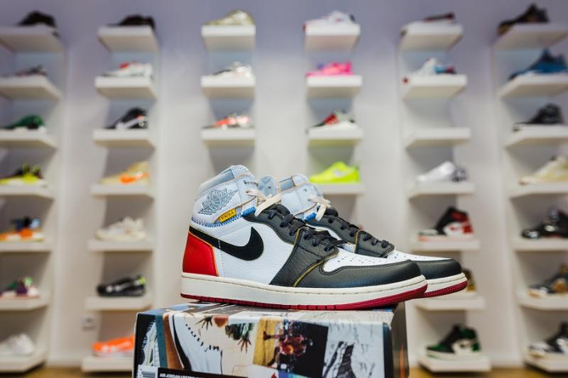 AIR Jordan 1 Retro High UN/LA Black Toe