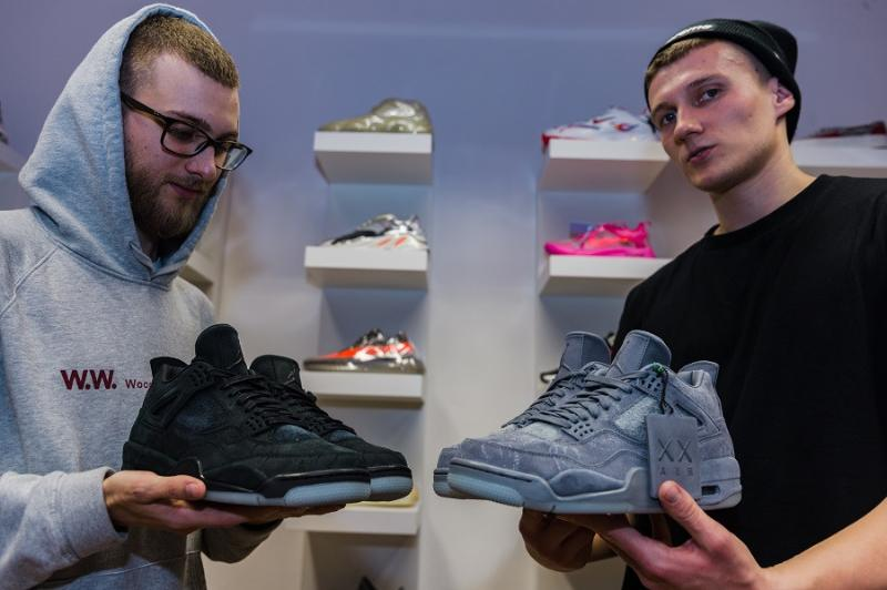 Air Jordan 4 Retro Kaws Black & Cool Grey
