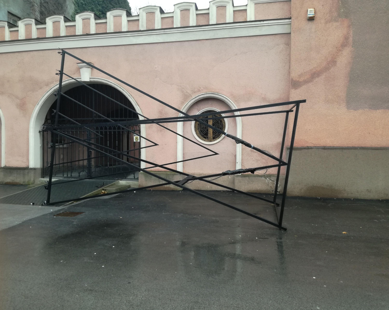 Feldöntötték a hanukára felállított gyertyatartót a kassai zsinagóga előtt