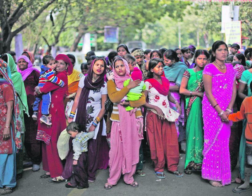 2902ad6d08 Szexuális erőszak és zaklatás ellen tiltakozó indiai nők a delhi parlament  előtt (Fotók: TASR/AP, SITA/AP)