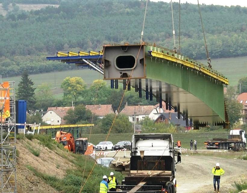 GALÉRIA: Lerakták az új Ipoly-híd átvezető, összekötő pilléreit