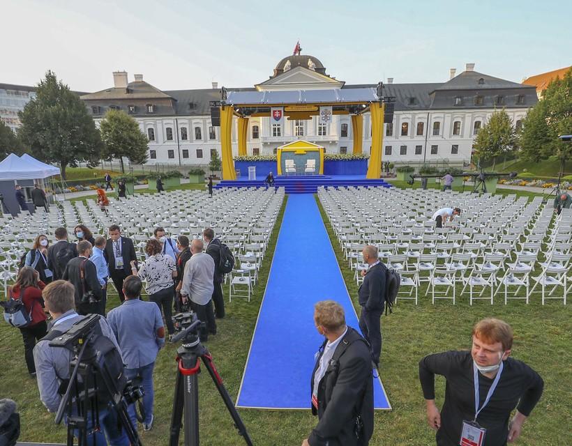 GALÉRIA: Készülnek a pápa érkezésére az elnöki palotában
